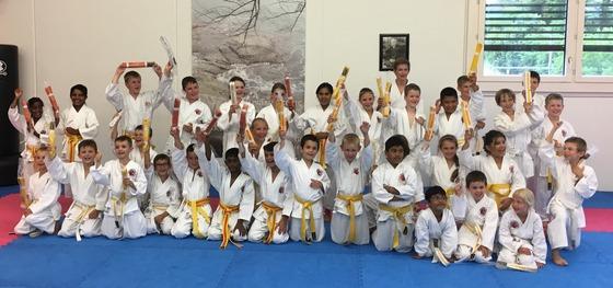 Pru%cc%88fung karate kids weiss bis orangegurt