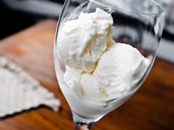 20110916-170524-white-wine-frozen-yogurt-thumb-625xauto-186482