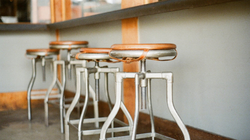 Tavolo Bar Con Sgabelli