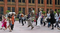Music and dancing in the V&A's garden