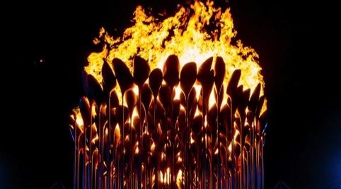 Thomas Heatherwick's Olympic Cauldron is lit