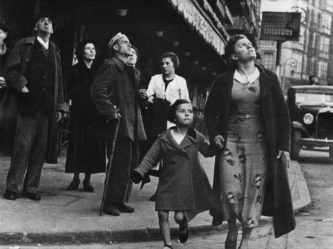 Crowds running for shelter, Bilbao, 1937