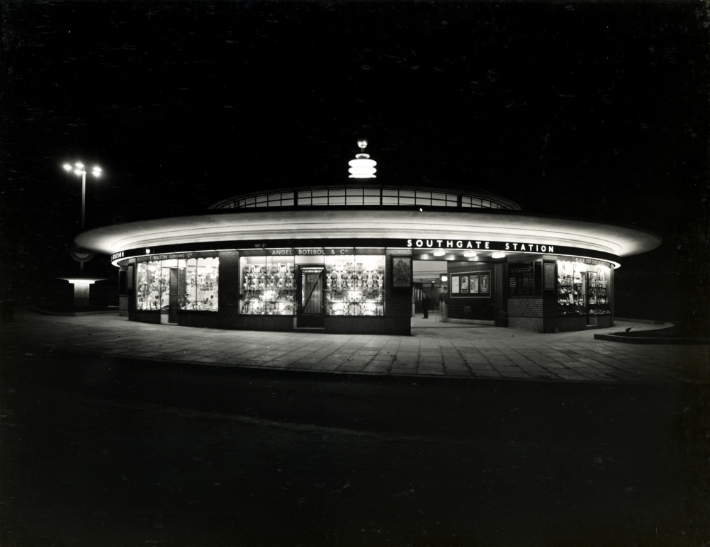Charles Holden creaated a house style which became instantly recognisable on the Picadilly line stations of 1931-34