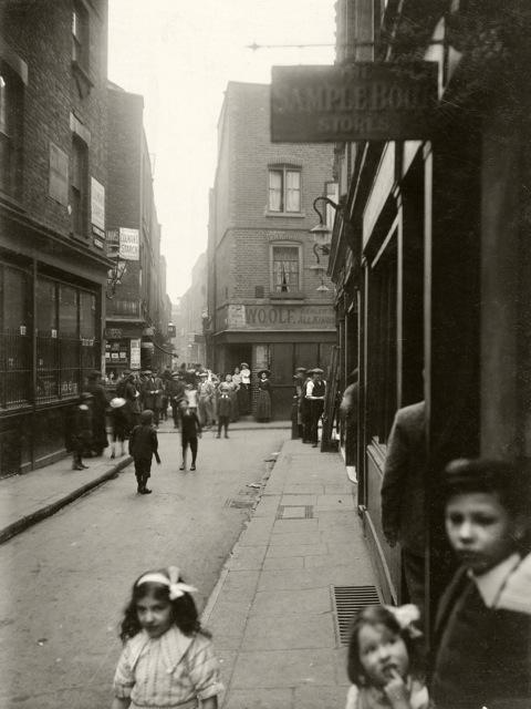 Widegate Street.