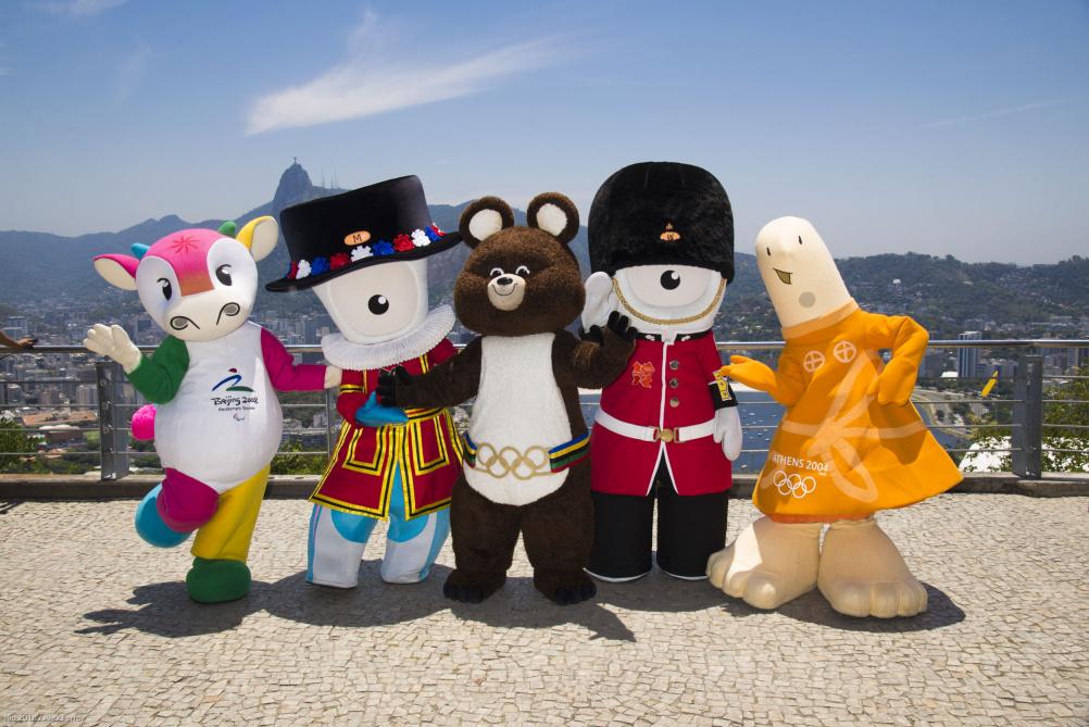 Former mascots arive in Brazil