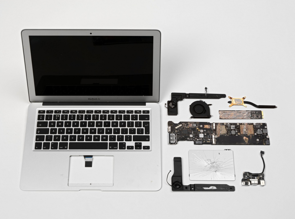 MacBook Air casing and components from a computer used by journalists to write editorial about the data leaked to The Guardian newspaper by Edward Snowden © The Guardian/ Victoria & Albert Museum, London 2015