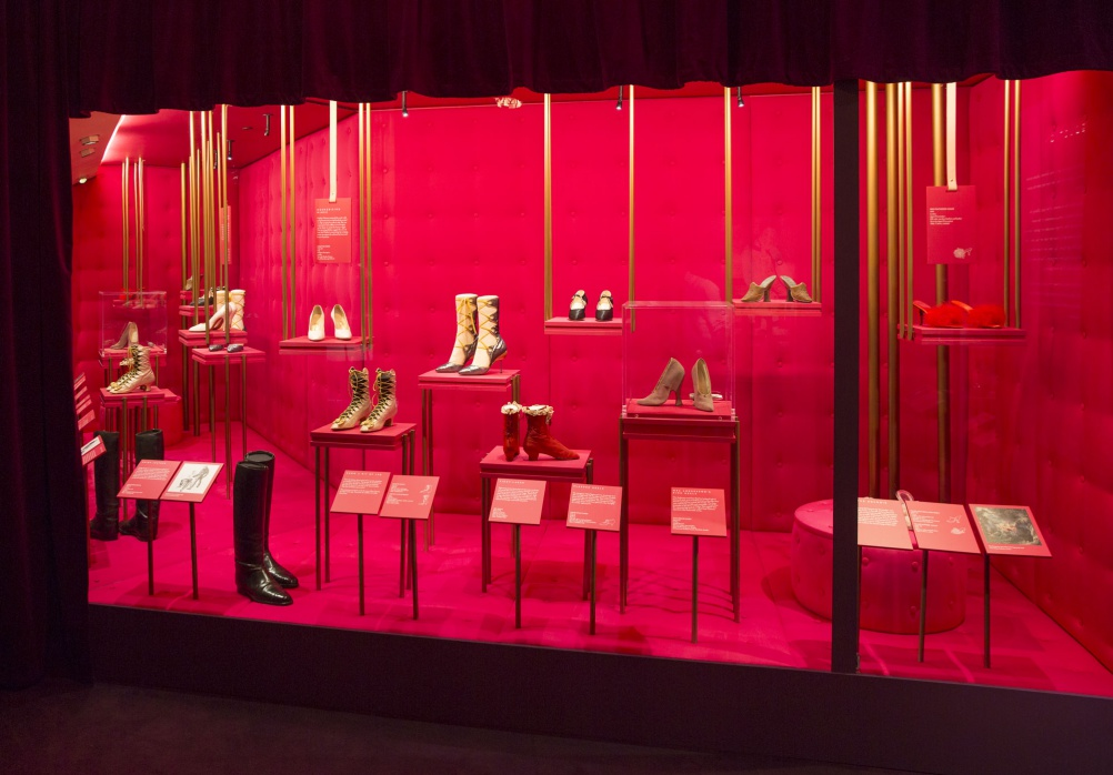 a1._Installation_view_of_Shoes_Pleasure_and_Pain_13_June_2015_-_31_January_2016_c_Victoria_and_Albert_Museum_London