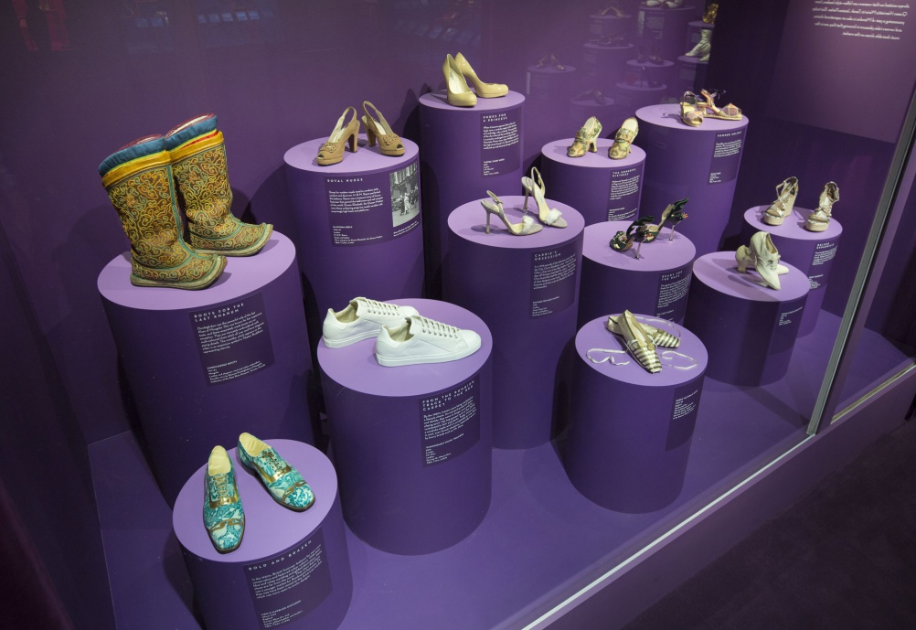 a5._Installation_view_of_Shoes_Pleasure_and_Pain_13_June_2015_-_31_January_2016_c_Victoria_and_Albert_Museum_London