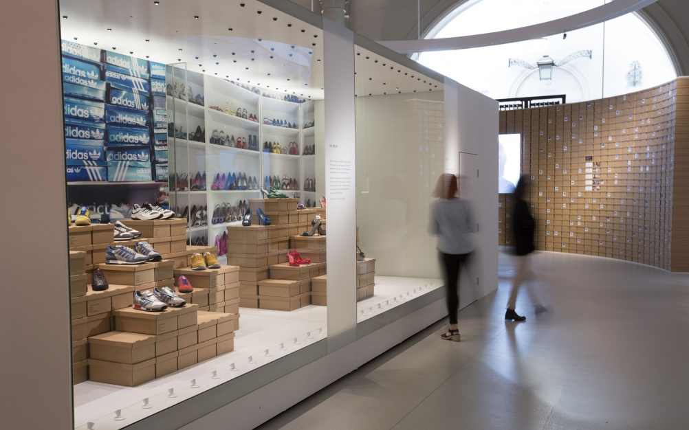 a7._Installation_view_of_Shoes_Pleasure_and_Pain_13_June_2015_-_31_January_2016_c_Victoria_and_Albert_Museum_London