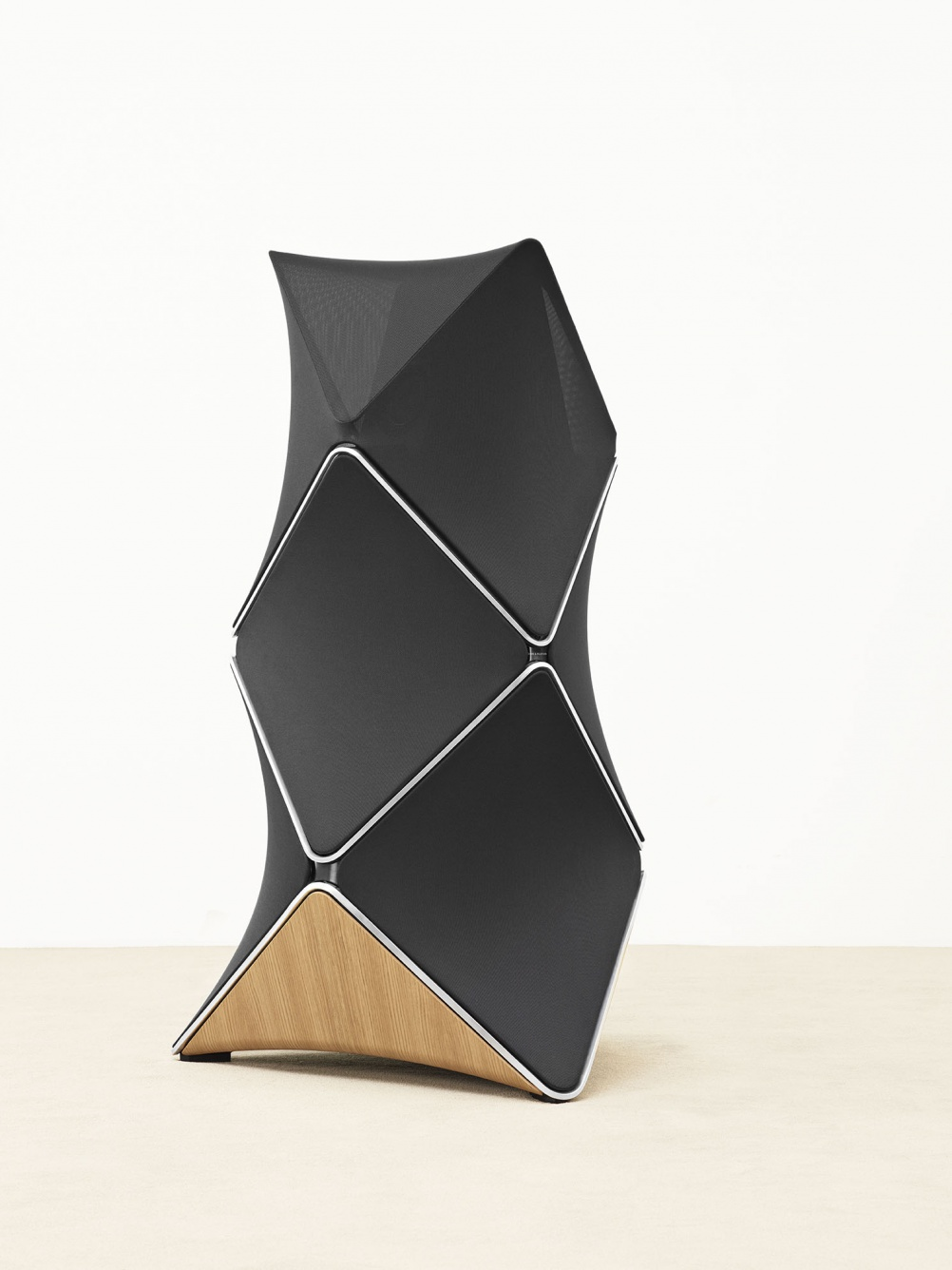BeoLab 90 side view 2 psc Lifestyle Low Res