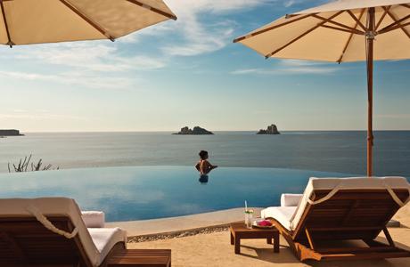 Quintessentially Travel infinity pool