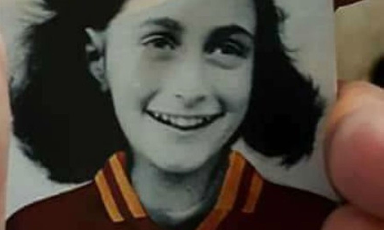 Lazio a Bologna con la foto di Anna Frank sulla maglia