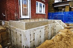 Annexe de bâtiment en béton en construction