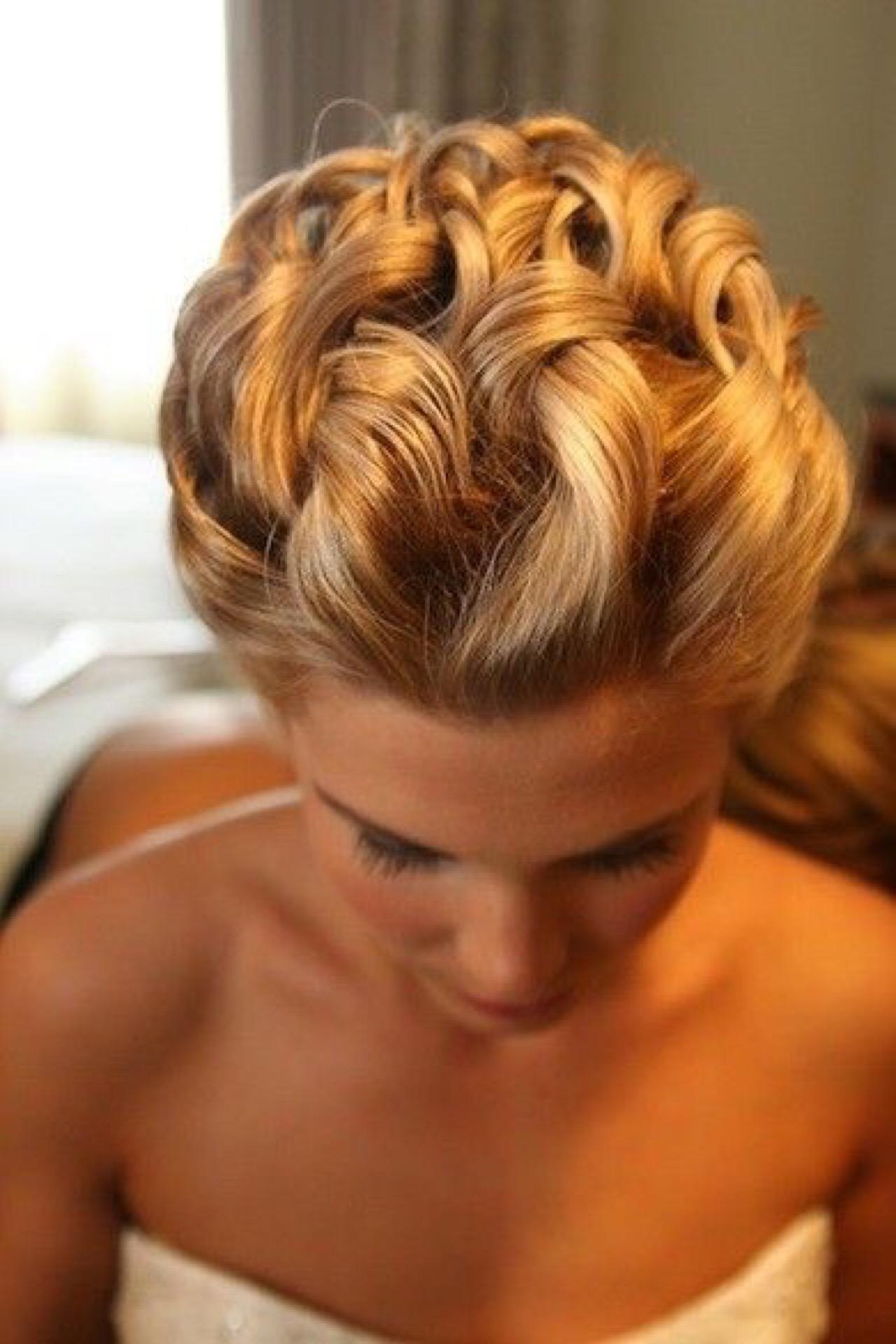 Прически с короткими волосом кос