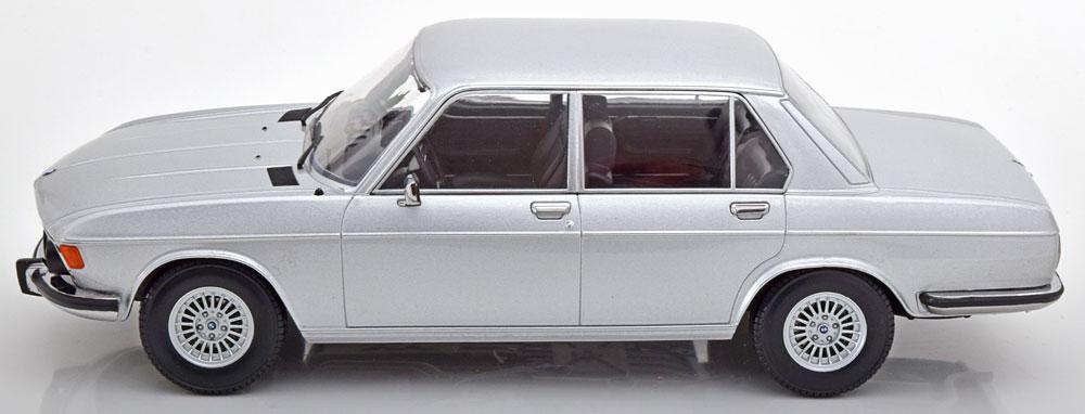 BMW e3 3.0 S 1971 2 Modellauto 180403 KK-Scale 1:18 Serie silber met