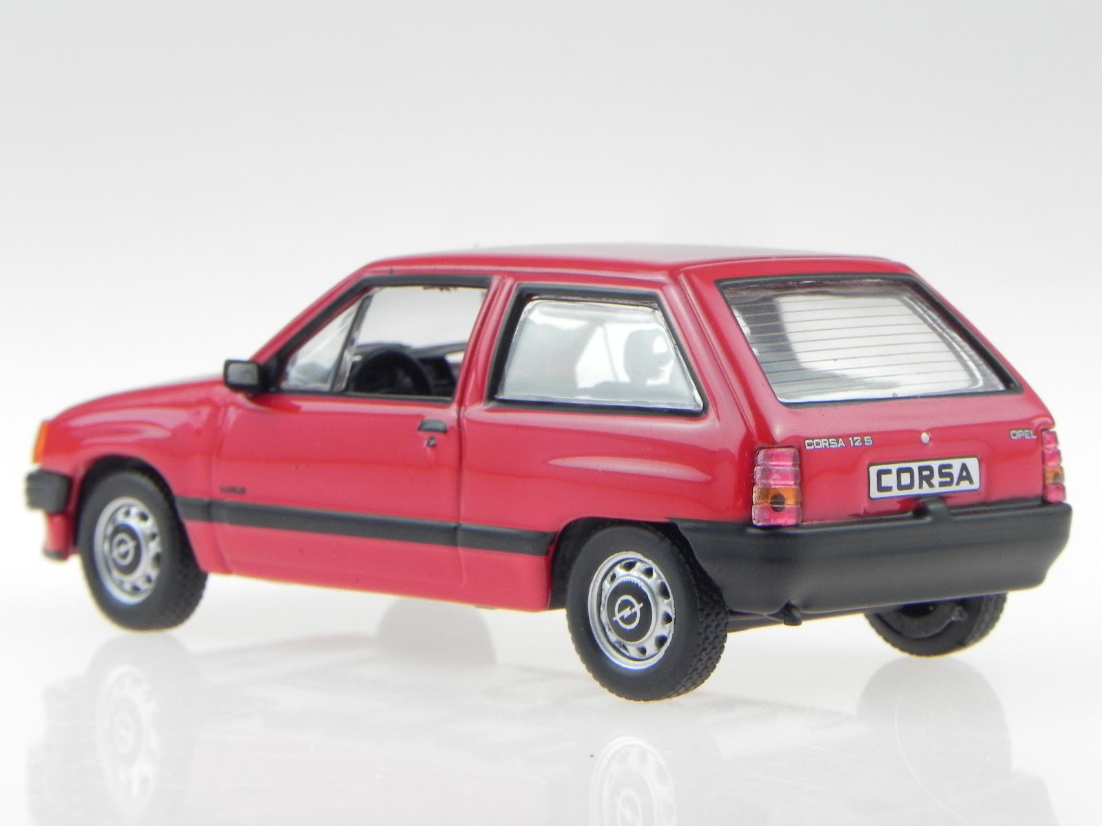 Opel Corsa A Rot Modellauto In Vitrine 1 43 Eur 29 99 Yj99i Com De