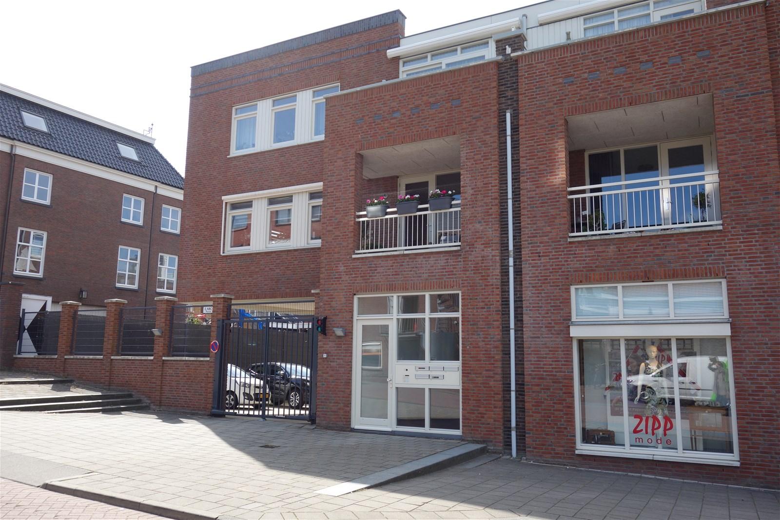 Schooldwarsstraat 106