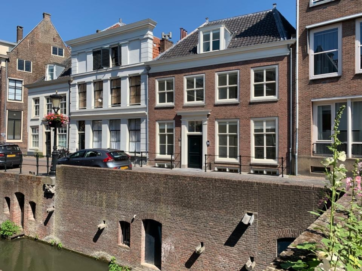 Kromme Nieuwegracht 28