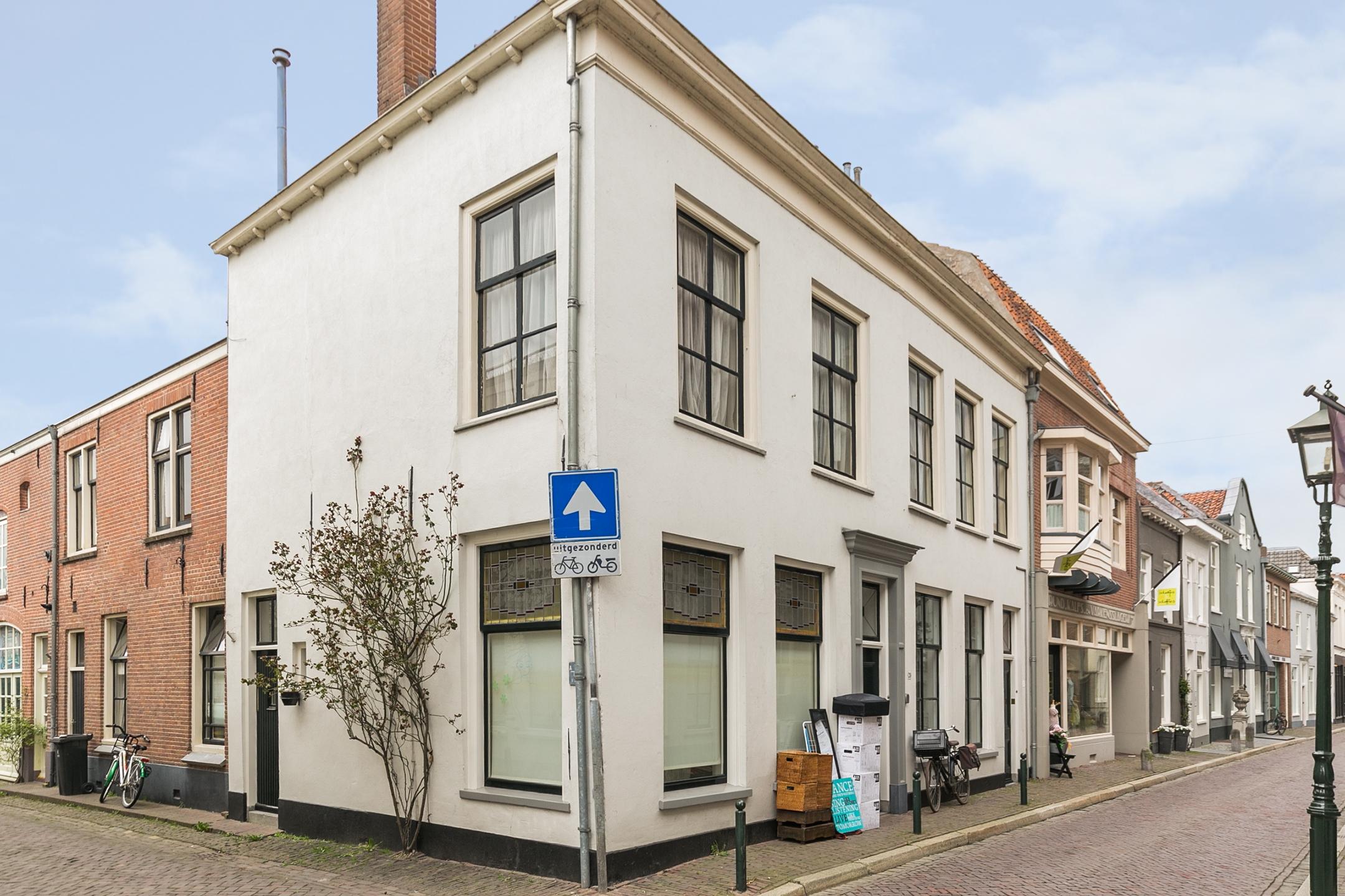 Oeverstraat 26