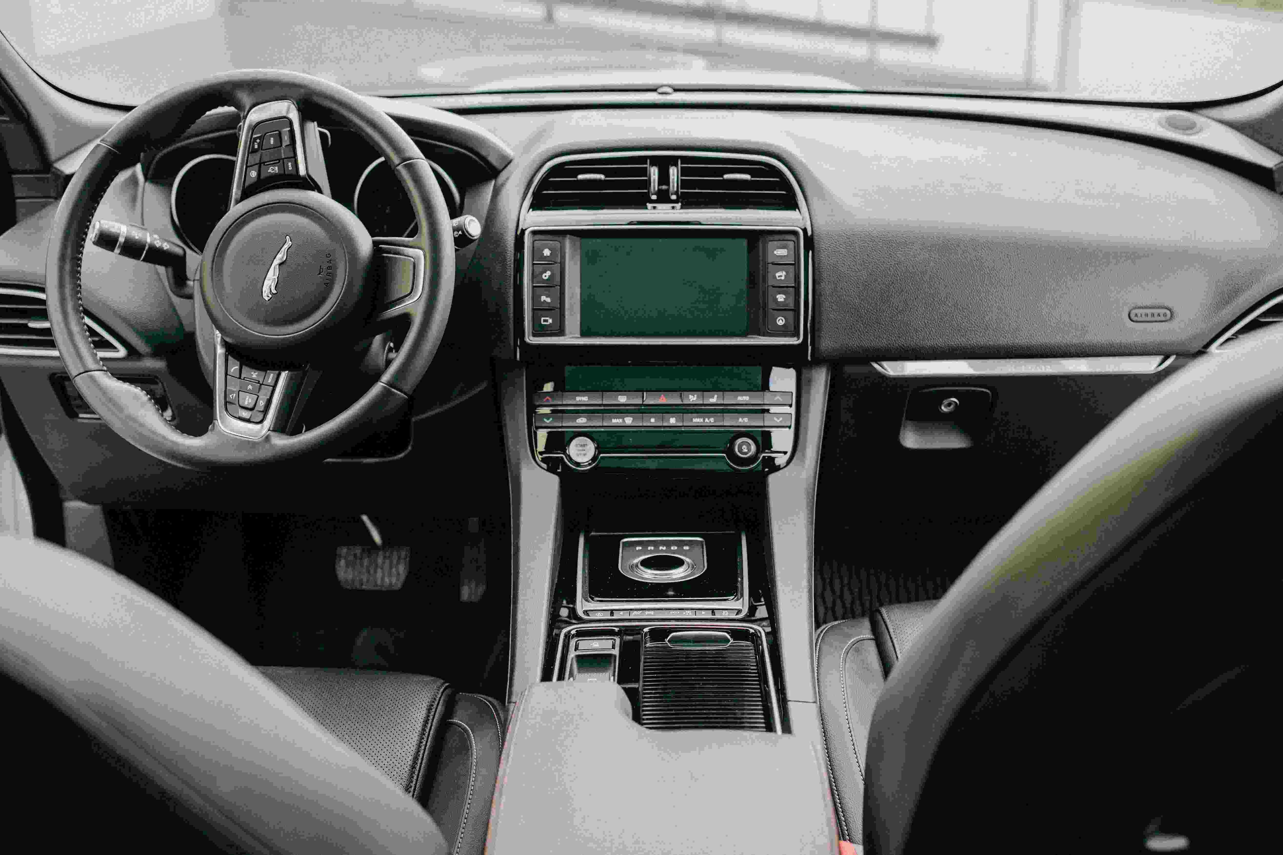 Jaguar F-pace Prestige 2018 3,0L 340KM 5000km przebiegu  2