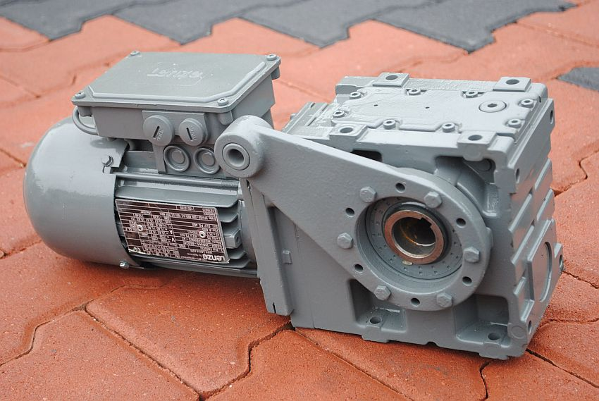 Motoreduktor kątowy 0.25kw. 25,3obr. hamulec LENZE