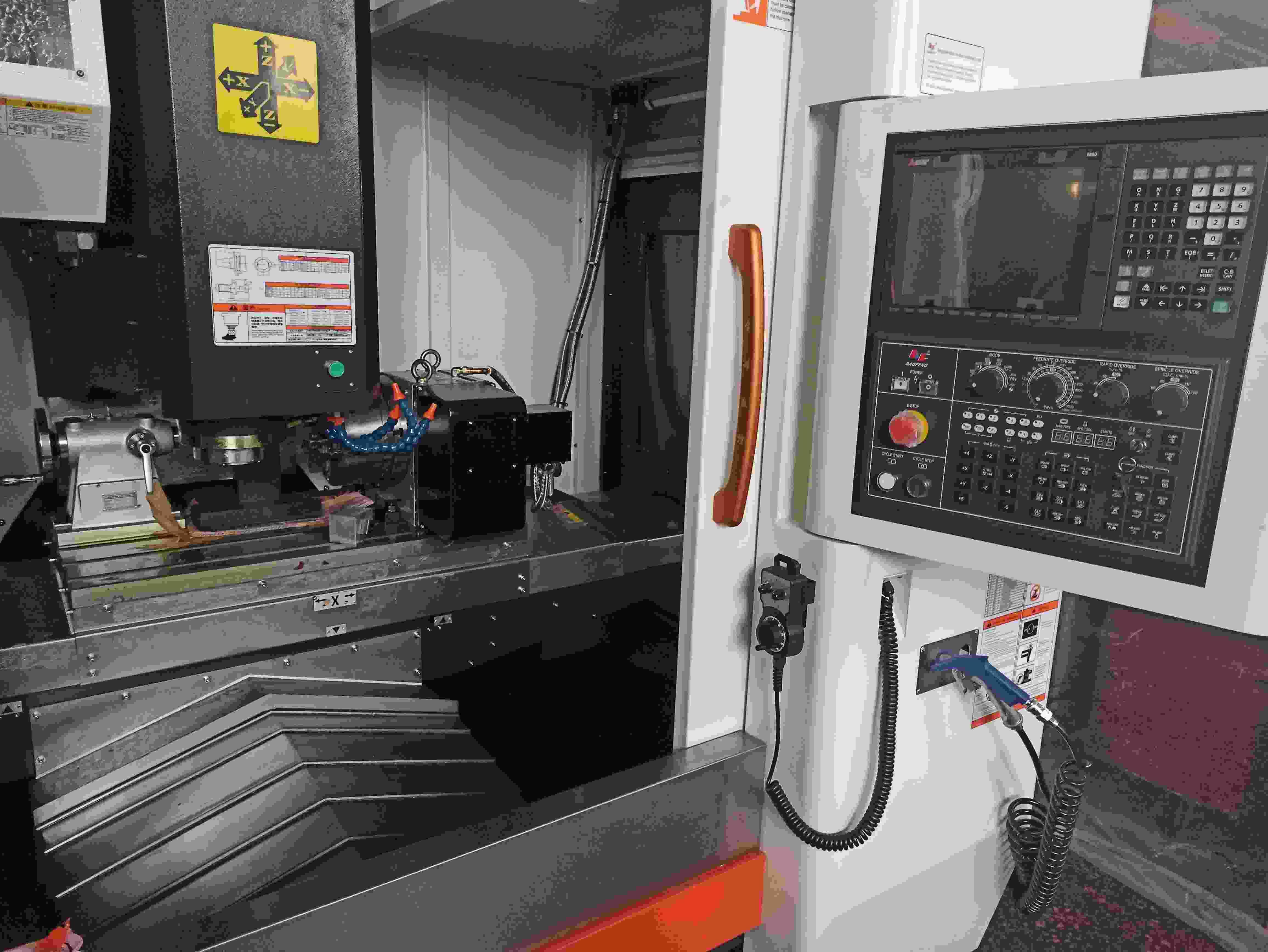 Tokarka / frezarka działa CNC 3