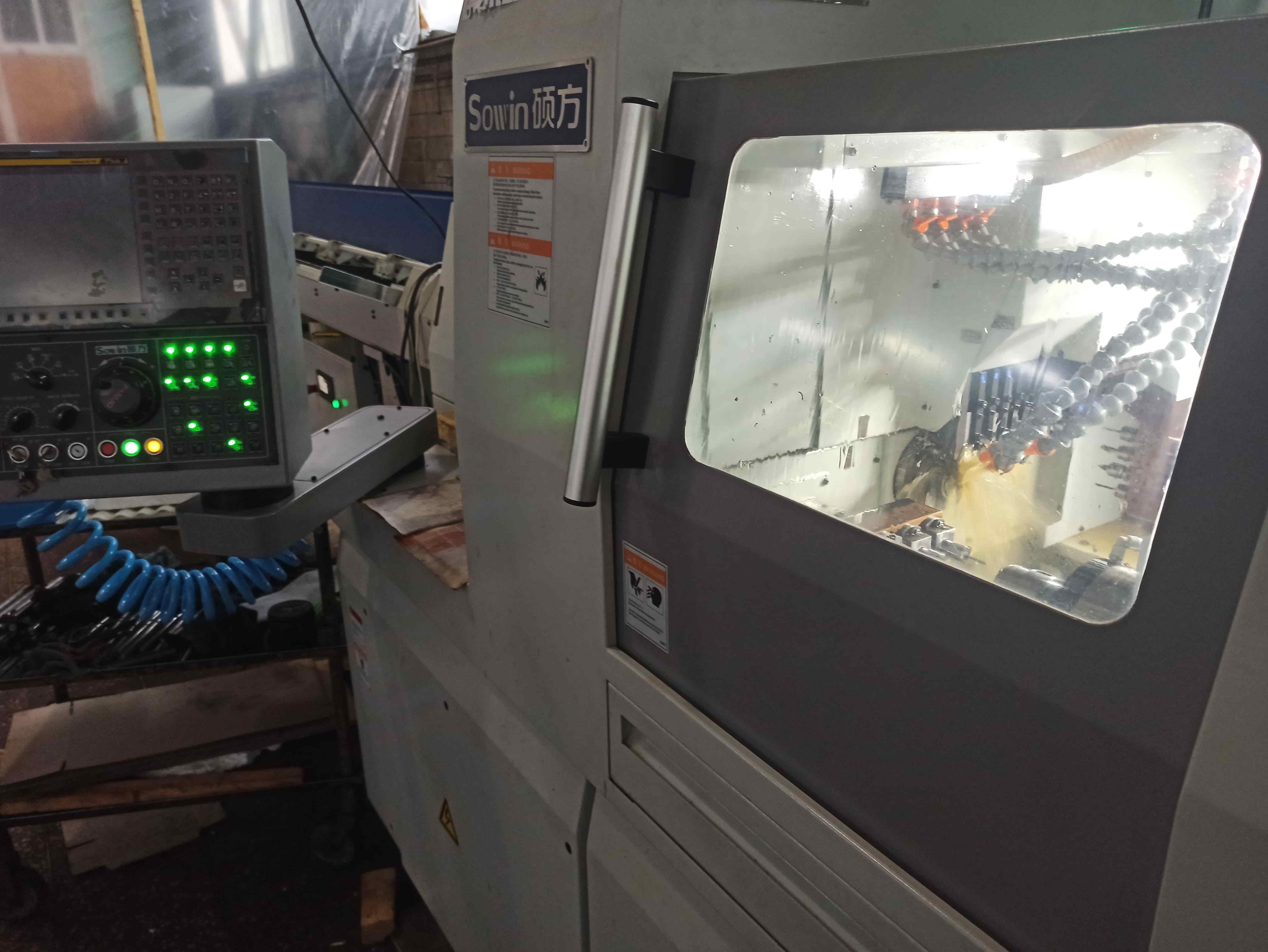 Tokarka / frezarka działa CNC 4