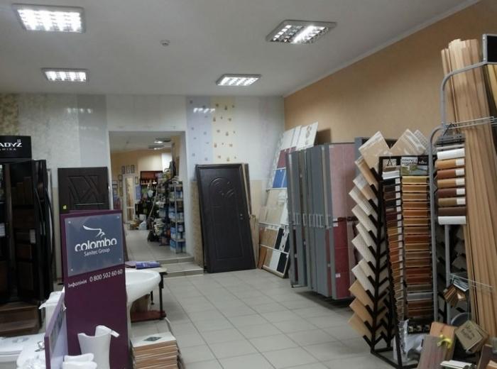 Продается крупный магазин  торговли строи материалами