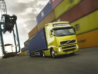 transport ładunków drogą lądową, morską i powietrzną. Odmiany usług logistycznych,