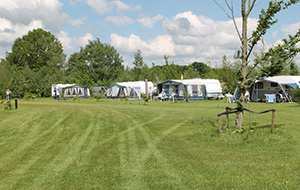 1.Pal naast de Duitse grens: Camping 't Plathuis  in Groningen