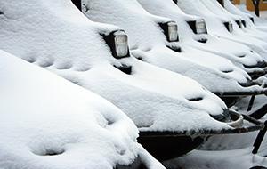 Rijd op een sneeuwscooter