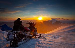 Op de sneeuwscooter