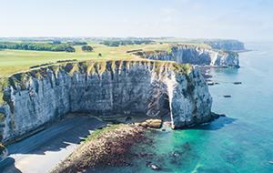 Glooiende heuvels in Normandië