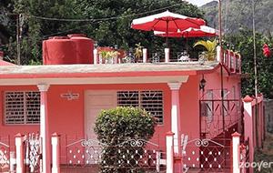 De roze casa particular Yolanda y Tomas