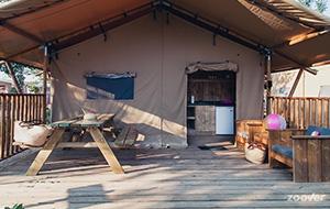 Verblijf in een luxe tent op camping RIU