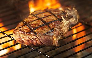 Steak van de grill in L.G.Smith Steakhouse