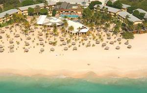 Het prachtige strand bij Manchebo Beach Resort
