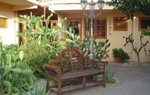 Tussen tropische bloemen: Appartement Camacuri Residence