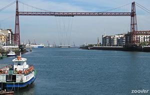 Wandelen over de iconische Vizcaya-brug