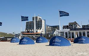 Strandplezier bij Hotel Carlton Beach