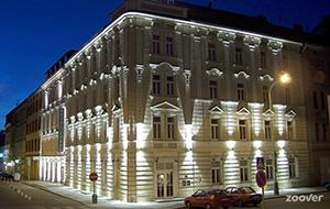 Het prachtige gebouw van Hotel Carol
