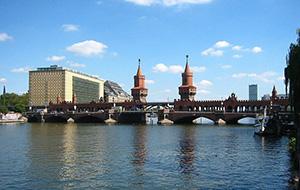 De brug op: Oberbaumbrücke