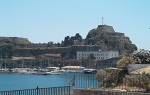 4. Geniet van het uitzicht op Fort Corfu
