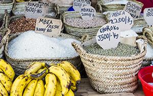 4. Slenteren over Gambia's grootste markt