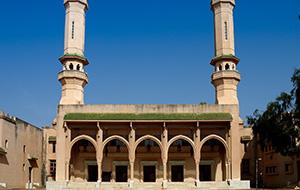 2. Breng een bezoek aan Gambia's grootste moskee