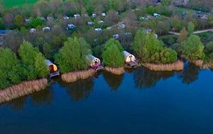 In een waterchalet op Camping De Watermolen