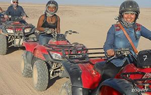 Quadbiken in de Egyptische woestijn