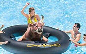 Potje rodeo op Inflat-A-Bull