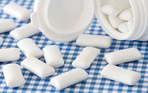 Bewaar lege kauwgompotjes