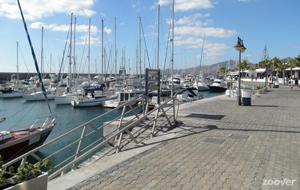 De prachtige havenplaats Puerto Calero